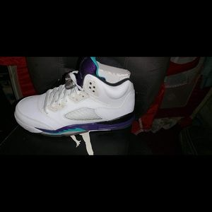 Retro 5 size 4 worn once . Comes with original box